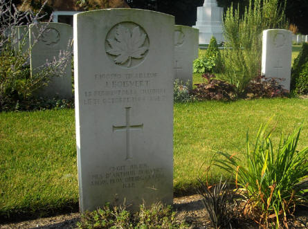 One of the graves with French writing at the Adegem Canadian War Cemetery.