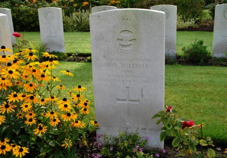 The grave of Pilot D. W. Jolliffe (killed in October 1944)  at the Geel War Cemetery.