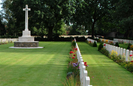 The cross at the Geel War Cemetery.