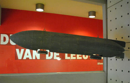 A model of a World War I airship displayed at the IJzertoren Memorial & Museum in Diksmuide.