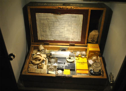 A World War I medical kit displayed at the Memorial Museum Passchendaele 1917.