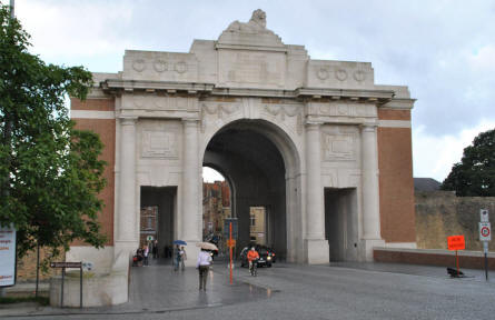 "The Menin Gate Memorial (to the Missing) in Ypres seen from the ""outside""."