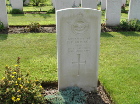 The grave of  Sergeant P. T. Grisdale (pilot of the Royal Air Force) at the Zantvoorde British Cemetery in Zonnebeke - Ypres.