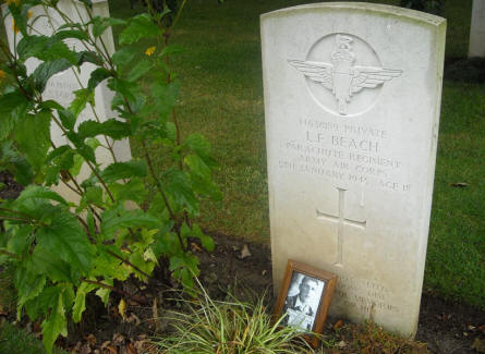 The grave of Private L. F. Beach at the Hotton War Cemetery in Hotton.