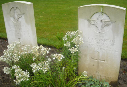The grave of Major G. K. Grantham at the Hotton War Cemetery in Hotton.