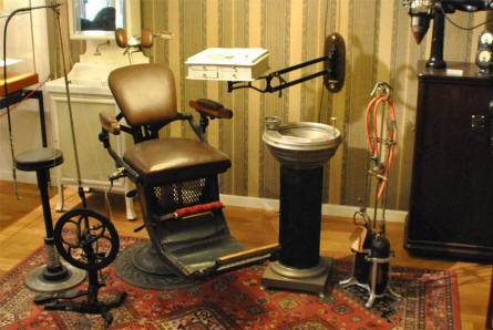 A vintage dentists clinic displayed as a part of the medical collection at the Steno Museum in Aarhus.