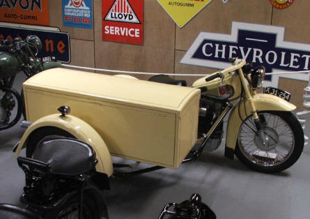 A motorcycle with sidecar at Jysk Automobile Museum.