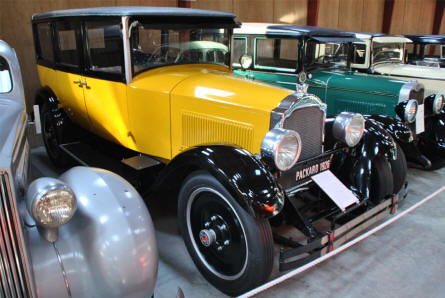 A vintage 1926 Packard displayed at the Jysk Automobile Museum.