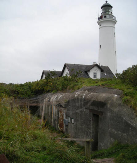 The museum of the World War II Atlantic Wall complex in Hirtshals is located in this bunker - next to the lighthouse. But it was closed on the day of our visit.