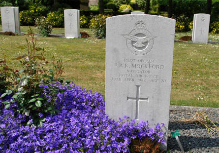 The grave of Navigator P.A. K. Mockford (Royal Air Force - killed on the 29th of April 1943) at the Lemvig War Cemetery.