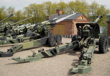 Some of the many large canons displayed at the out-door exhibition at the Artillery Museum at Hämeenlinna.
