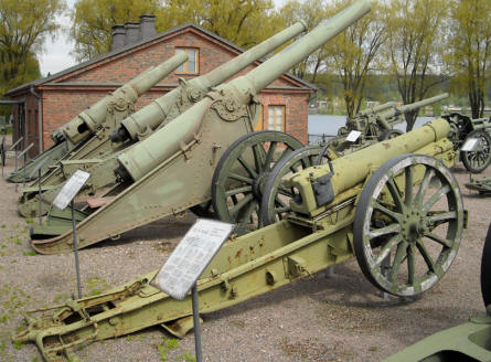 Some of the classic canons displayed at the out-door exhibition at the Artillery Museum at Hämeenlinna.