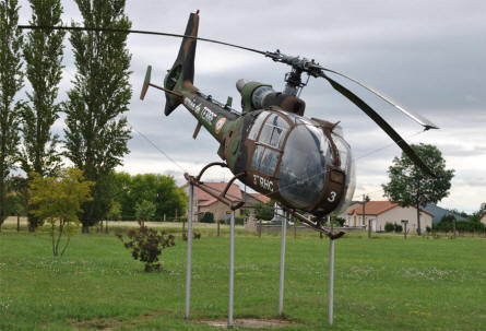 Close to the combined World War I and World War II memorial near the air force base at Rouvres-en-Woëvre (north east of Verdun) this helicopter is displayed.