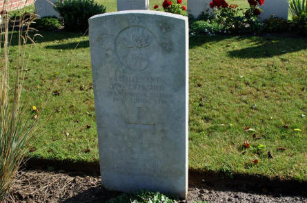The World War I grave of Lieutenant P. Evershed (killed on the 22nd of August 1918) at the Bonnay Communal Cemetery Extension.