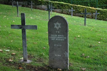 One of the Jewish graves at the Bray-sur-Somme German Cemetery.