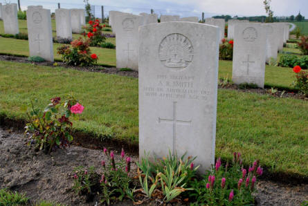 The World War I grave of the Australian Serjeant A. B. Smith (killed on the 26th of April 1918) at the Villers-Bretonneux Military Cemetery (Amien).