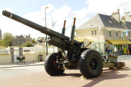 A heavy American artillery gun displayed outside the D-day Museum at Arromanches.
