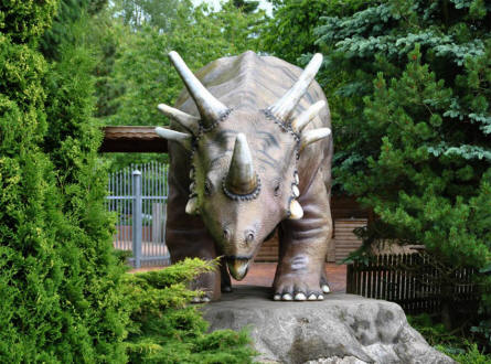One of the fears full-size dinosaurs replicas at Tolk-Schau Amusement Park.