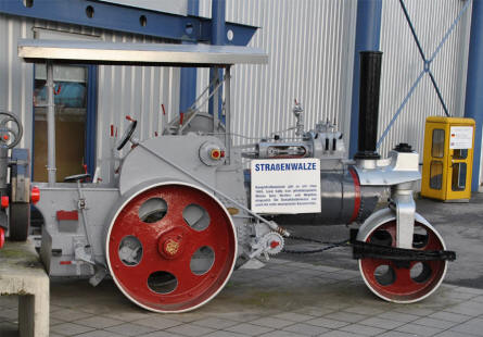 A vintage steamroller displayed at the Speyer Technical Museum.