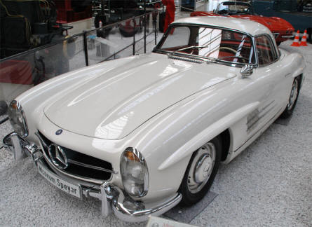 A classic Mercedes-Benz SL Coupé displayed at the Speyer Technical Museum.