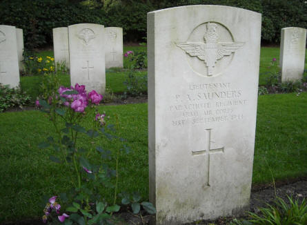The grave of Lieutenant P.A. Sunders at the Arnhem Oosterbeek War Cemetery.