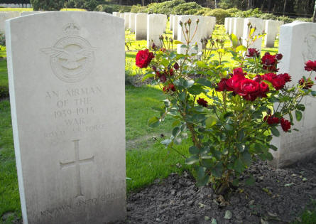 "An ""Unknown Airman of the 1939-1945 War"" at the Holton Canadian War Cemetery."