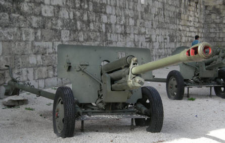 At the Citadella you can also see some Russian guns from World War II.