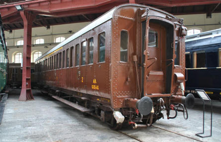One of the many beautifully restored wagons displayed at the Pietrarsa National Railway Museum in Napoli.