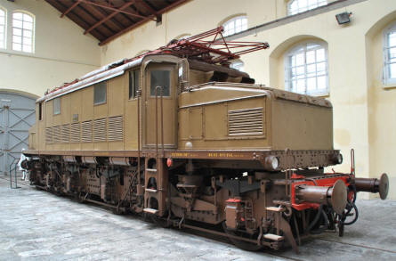 One of the many classic diesel/electric locomotive displayed at the Pietrarsa National Railway Museum in Napoli.