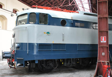 One of the many classic diesel/electric trains displayed at the Pietrarsa National Railway Museum in Napoli.