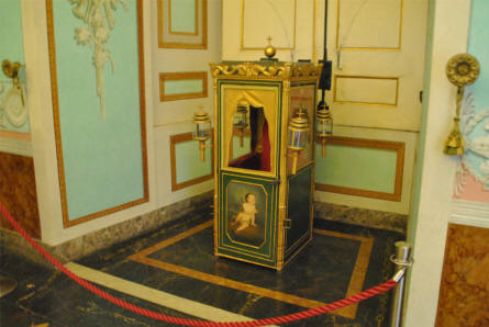 A small palanquin displayed at the Royal Palace of Caserta.