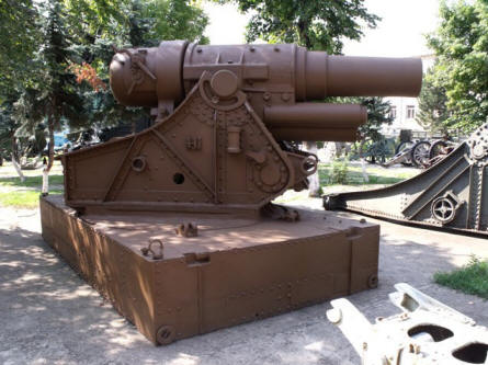 One of the many large canons displayed at the National Military Museum in Bucharest.