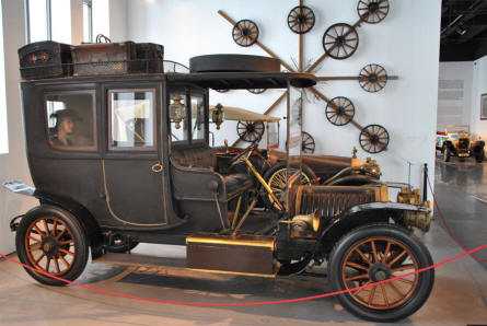 A 1907 Hotchkiss displayed at the Automobile Museum of Málaga.