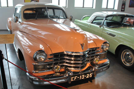 A 1948 Cadillac V8 displayed at the Automobile Museum of Málaga.